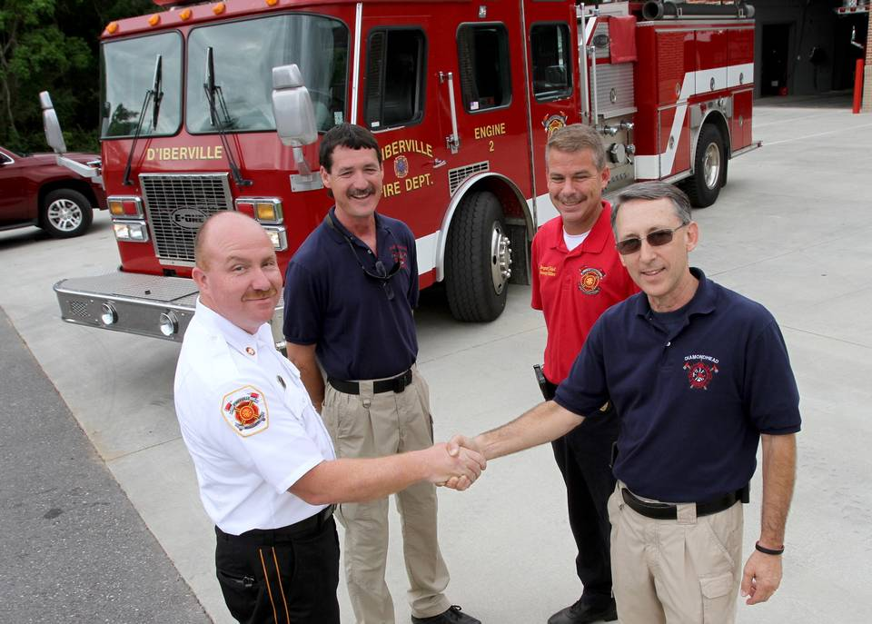 D'Iberville donates fire truck to Diamondhead