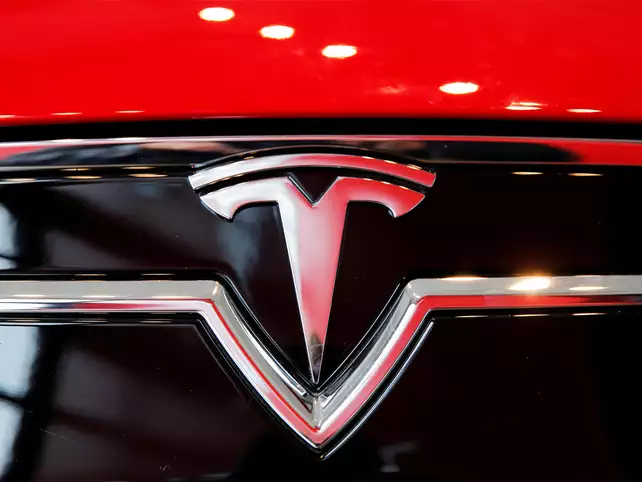Stop, look, go: Tesla cars will now automatically detect traffic signals